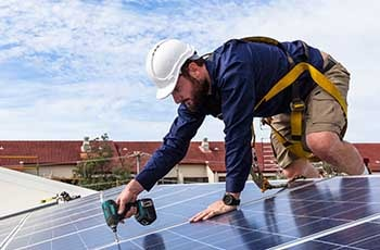 solar-panel-with-engineer